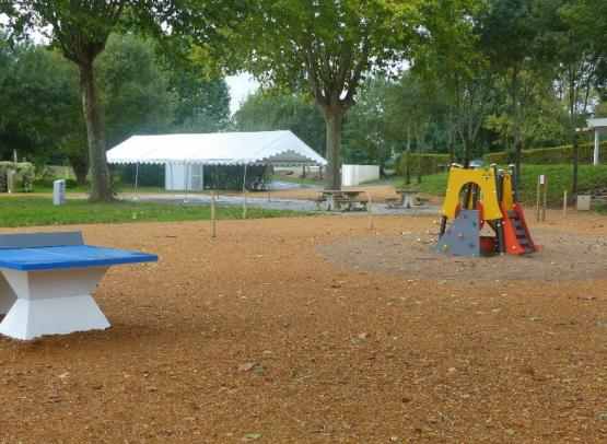 AIRE CAMPING-CARS AU CAMPING L'ECLUSE**