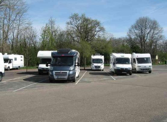 STATIONNEMENT POUR CAMPING-CARS - CHAMBORD