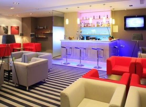 hotel novotel nantes centre bord de loire h tels 4 toiles nantes val de loire une balade. Black Bedroom Furniture Sets. Home Design Ideas