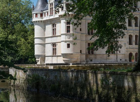 chateau d 39 azay le rideau azay le rideau val de loire une balade en france. Black Bedroom Furniture Sets. Home Design Ideas