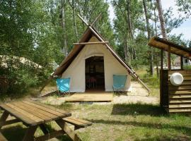 Camping L'heureux hasard, tente trappeur, famille, vacances, Cheverny, zoo de Beauval